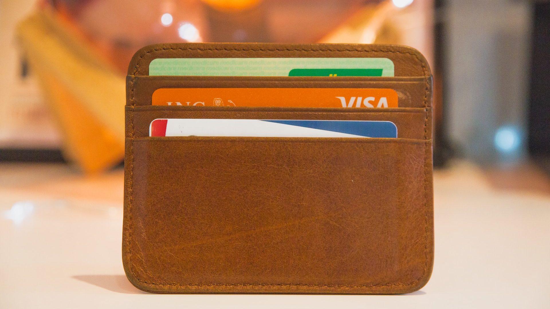 財布の中にクレジットカードが入っている