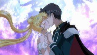 【見どころ③】タキシード仮面のキスで目覚めるうさぎ・・ロマンチックです!